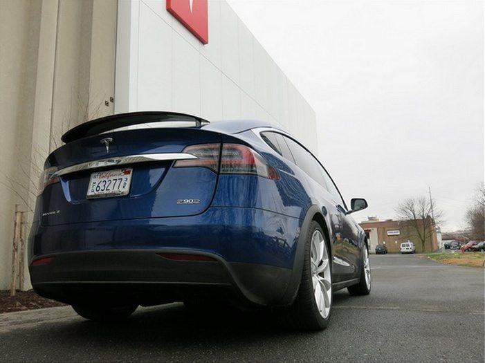 2016_Tesla_Model_X_spoiler