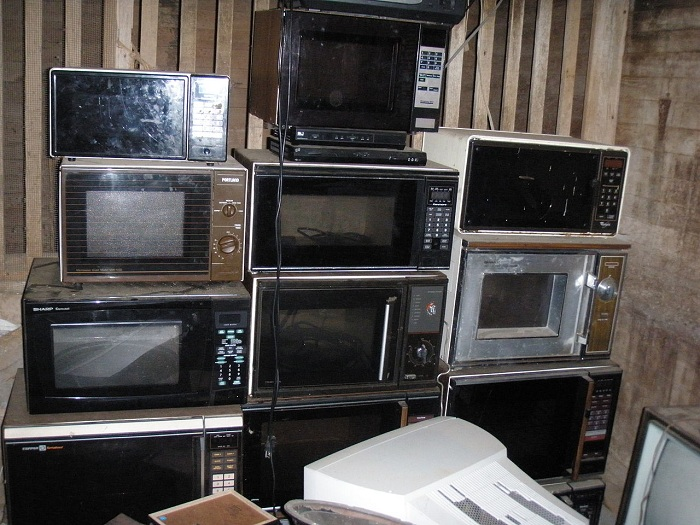 By 1986, a quarter of American households owned microwave ovens.