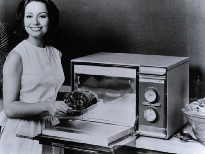 In 1967, Amana introduced the countertop Amana Home Radarange.